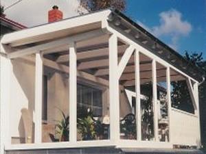 Seitenverglasung einer Terrasse